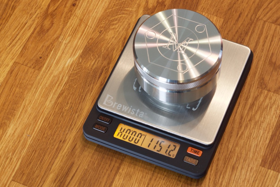 Mahlgut Tamper Palm weighing in at 1151 grams