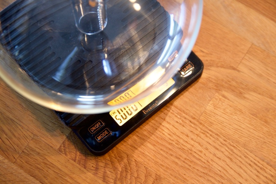 Brewista Smart Scale 2 Review - Top down the display can be hard to see with larger brewers